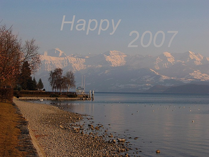 January-February 2007 - A hint of spring on a late February afternoon at Lake Thun  --> Click to see a panoramic view!