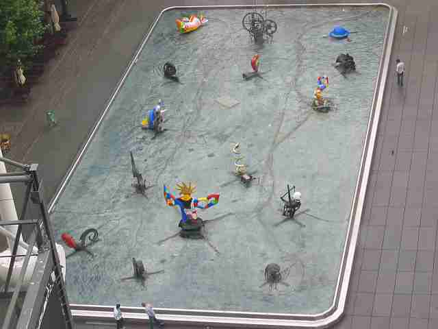 Stravinsky fountain by Niki de Saint-Phalle and Jean Tinguiely